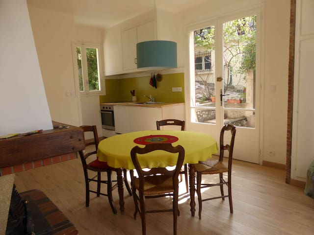 Maison entre montagne/mer & jardins - Tautavel - Huis