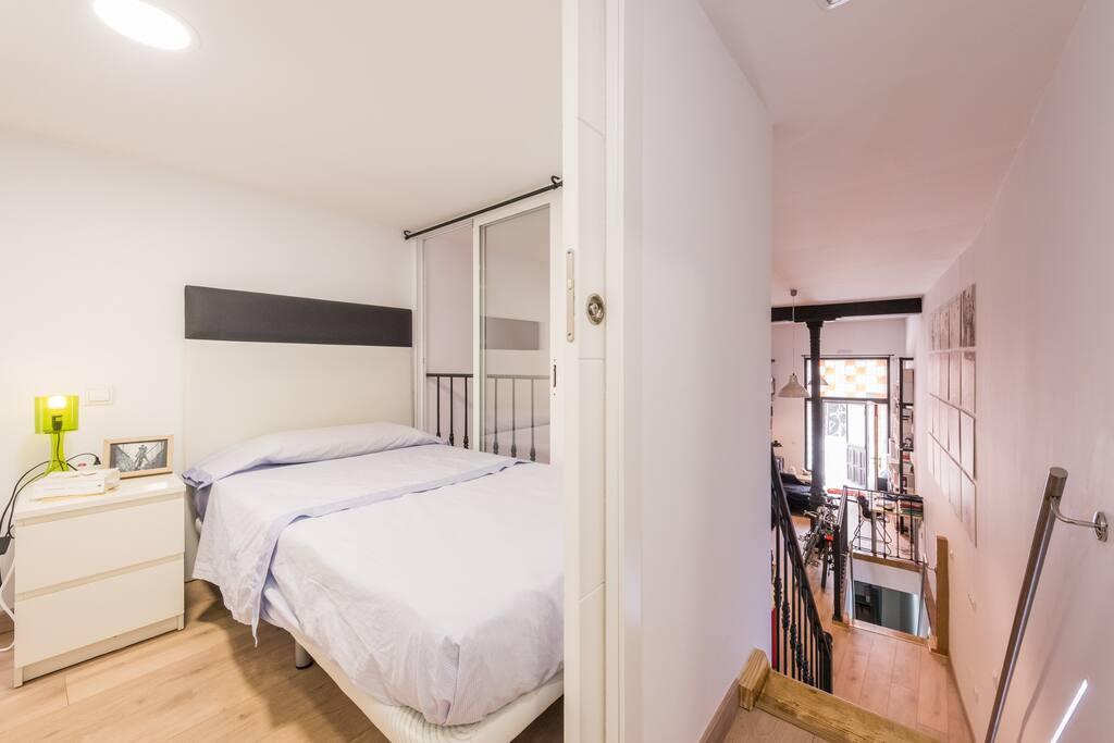 Dormitorio 1 arriba y sala de estar abajo