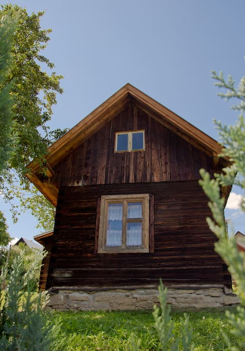 Front side of log cabin Dúbrava.