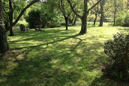 Longère en lisière de forêt - Moulicent - Dům