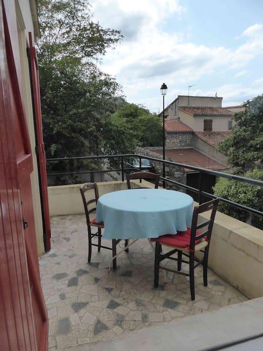 Terrasse de la cuisine pour les petits déjeuners et les douces soirées