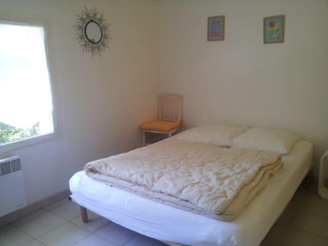 Chambre 2 avec lit de 140