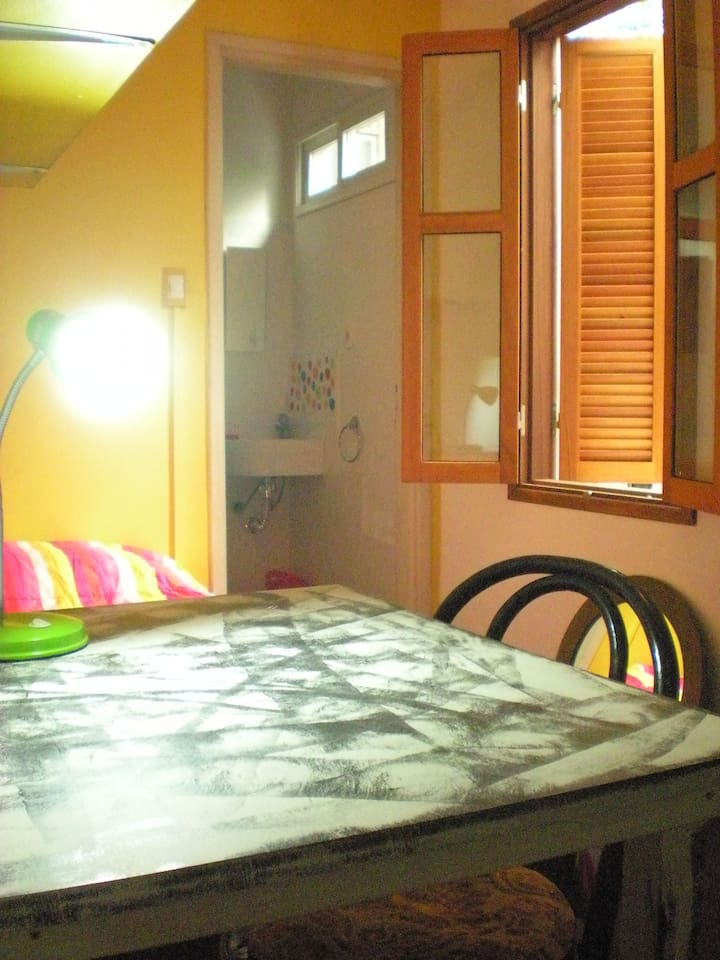 Bathroom ensuite, good mattress, natural light in the room and in the bathroom.