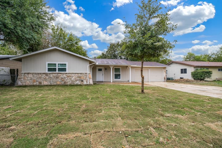 Cozy and Modern Home by Lackland AFB and Seaworld!