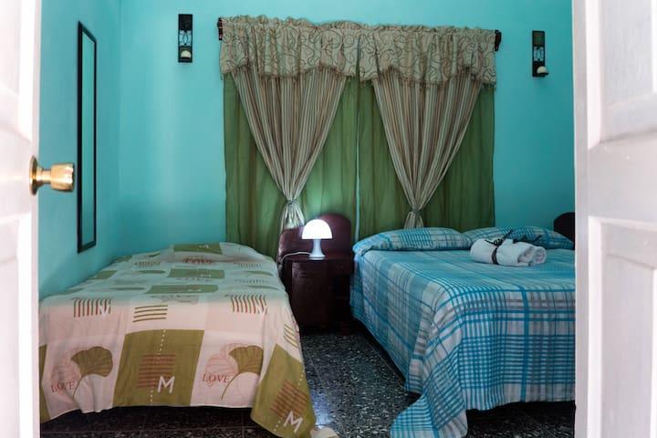 BREAKFAST INCLUDED en-suite room in MALECON - La Habana - Dom