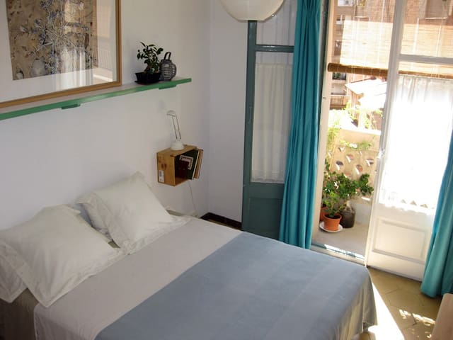 We share our sunny home - Barcelona - Apartment