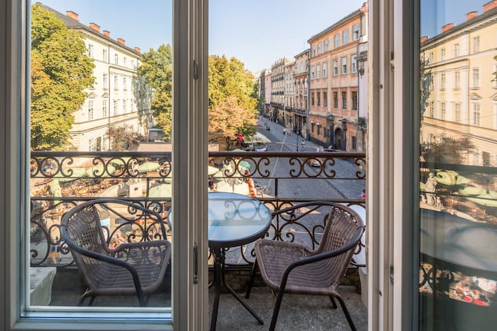 Rynok square 11 with balcony