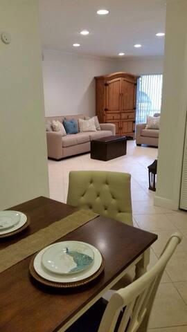 Habitacion Master con bano privado - Miami - Apto. en complejo residencial