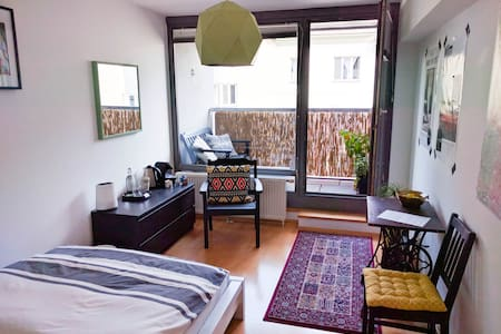 Spacious room with private balcony - Vienna - Leilighet