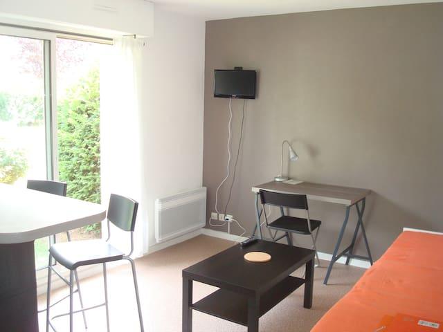 Studio situé à 5 mn du centre-ville avec parking - Lisieux - Apartment