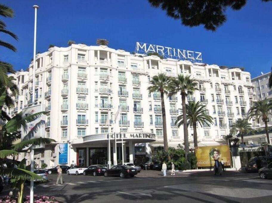 Hotel Martinez, dans la même rue