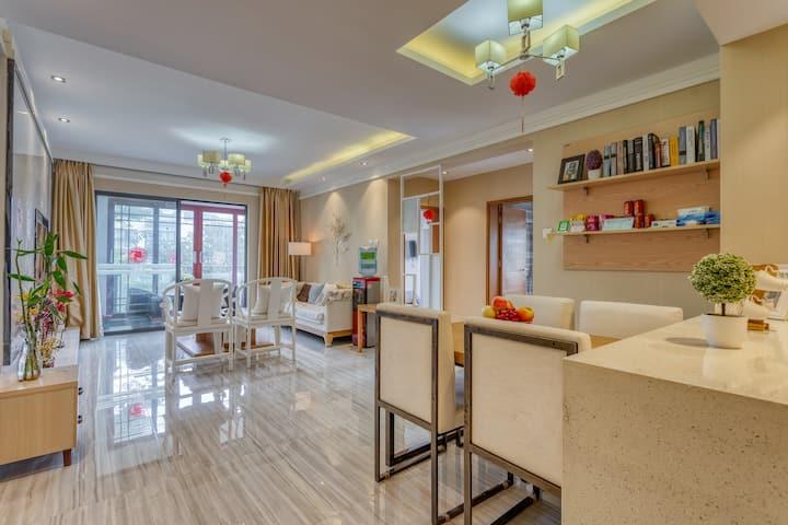 腾冲二间客栈3楼家庭整套,2房2卫可住4人,客厅厨房洗衣,安静舒适,连住赠接机,私人订制旅游服务
