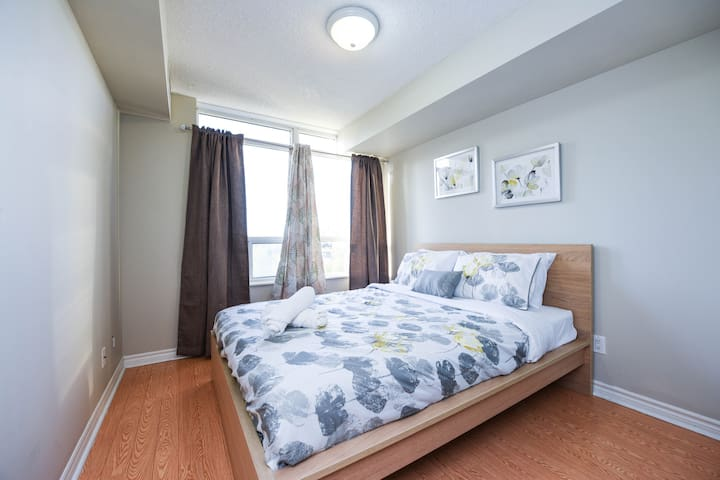 Spacious 2BR & 2BTH  in Mississauga Downtown