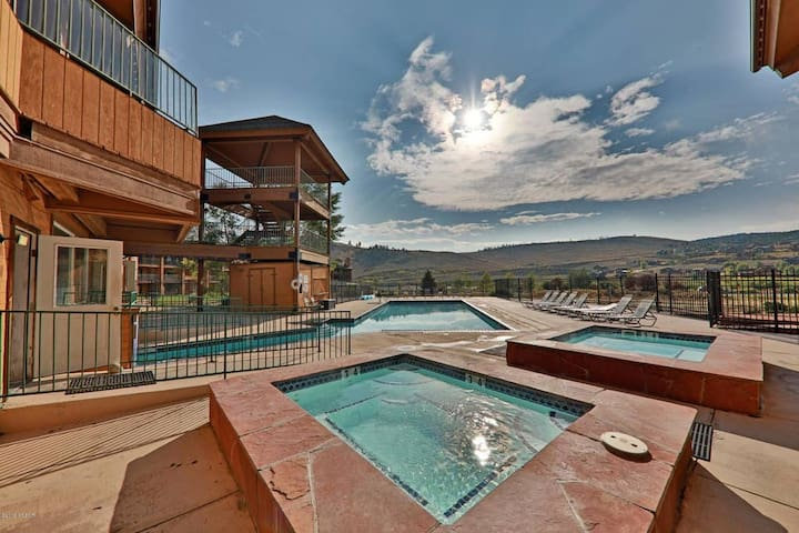 Outdoor pool, hot tub