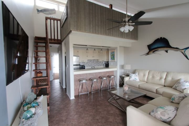 Steps-to-Beach 1BR+Loft Sleep 6; Pool;Wi-Fi-423
