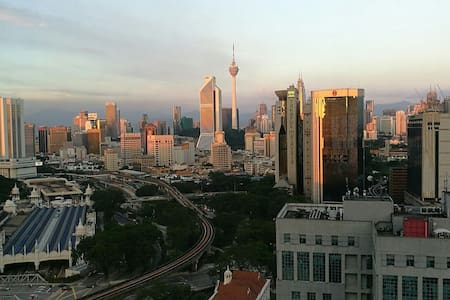 KL Sentral Suite with City Skyline - Kuala Lumpur