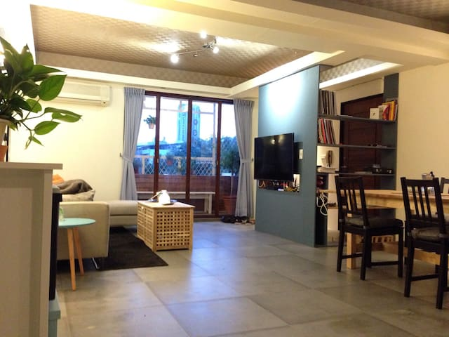 Next to MRT, Cozy and Bright Apartment - 臺北市