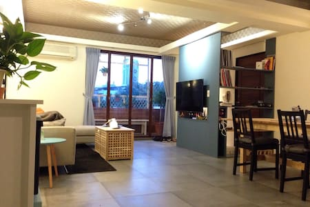 Next to MRT, Cozy and Bright Apartment - Daire