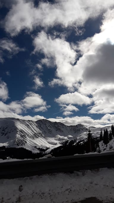 Rocky mountain experience. Denver  30 minutes away, Red Rocks amphitheatre 10 minutes, Golden Co 20 minutes, and world renowned ski resorts throughout our mountain towns. Plenty of amazing sights to see in our beautiful state.