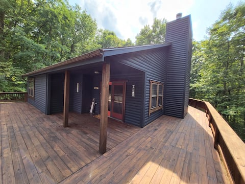 Time Out! Private, charming cabin, sleeps 10+