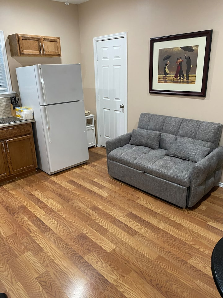 Cozy small apartment close to Bishop Arts District
