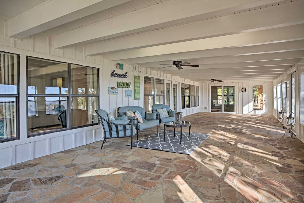 The interior & exterior living spaces invite you to a relaxing lakeside getaway.
