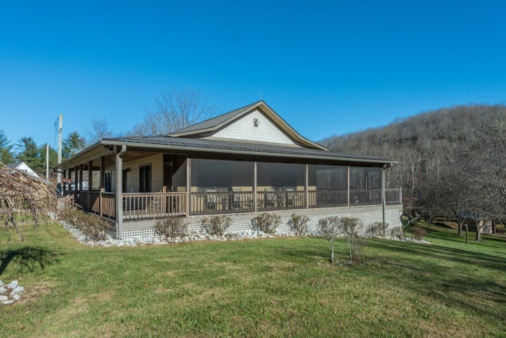 Mountain Den | Pet-Friendly Cottage with Wraparound Screened Porch & Grill! - 2 Bedroom, 1 Bathroom