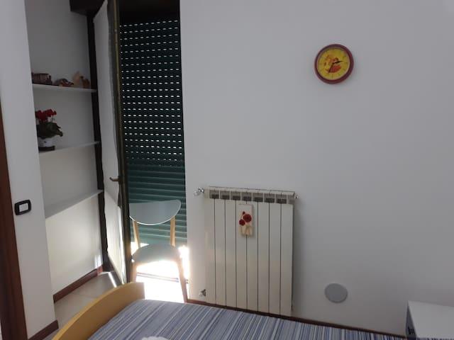 camera accogliente in zona tranquilla