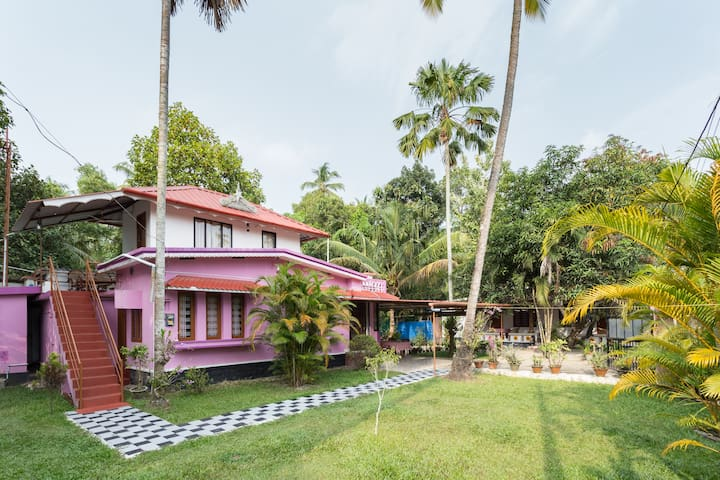 Marari Nest - Family Beach side Homestay - Mararikulam - House