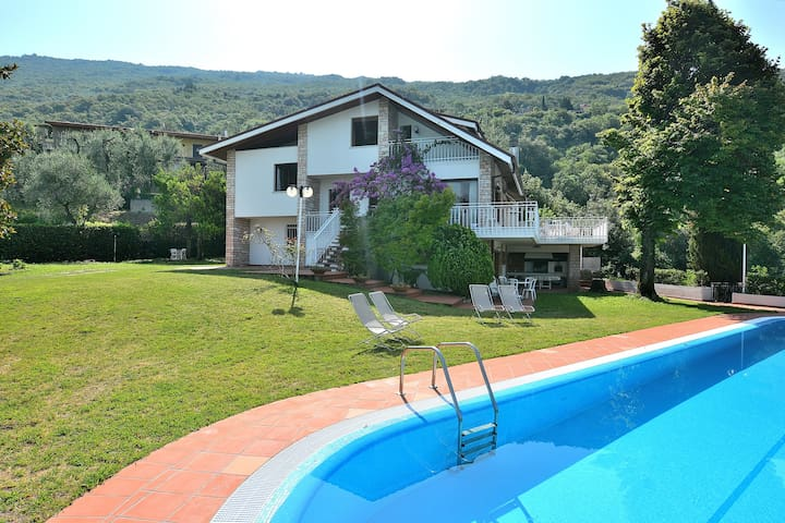 Villa Gina With Pool