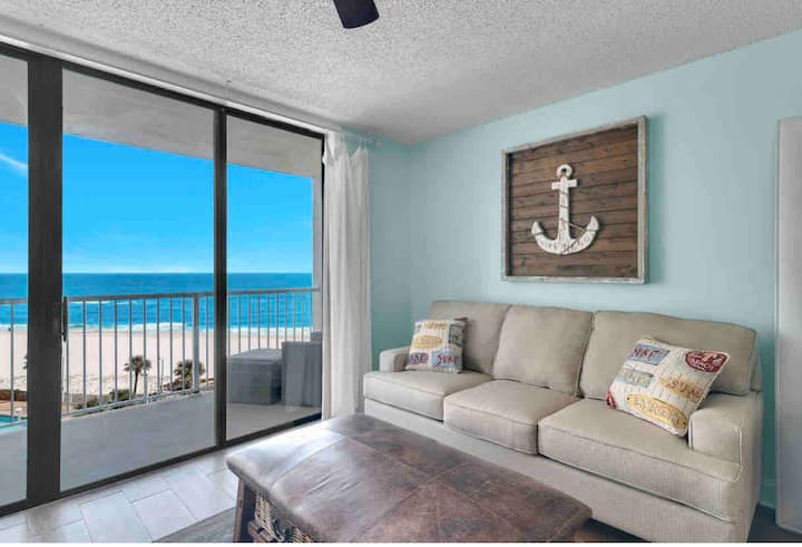 Beachfront - Gorgeous Views - Lots of Amenities