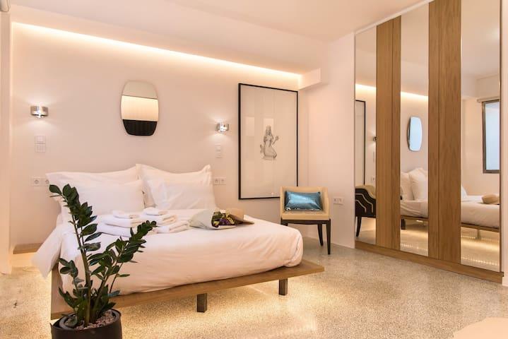 New Luxury Apt, Syntagma Historic Center - IRIS