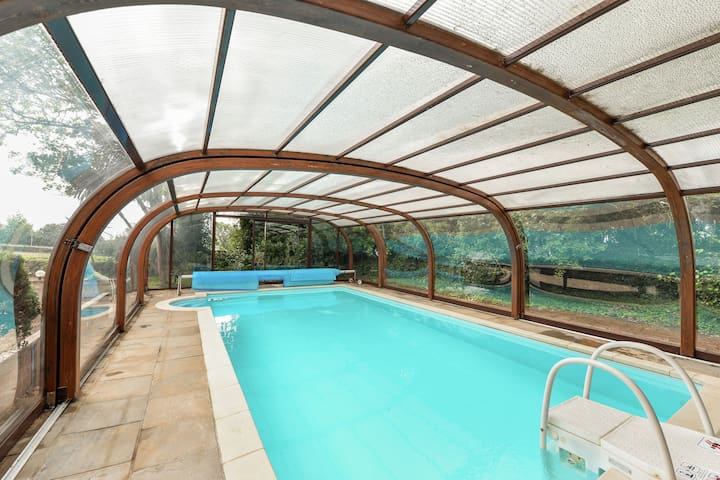 Beautiful Holiday Home in Santec France with Swimming Pool