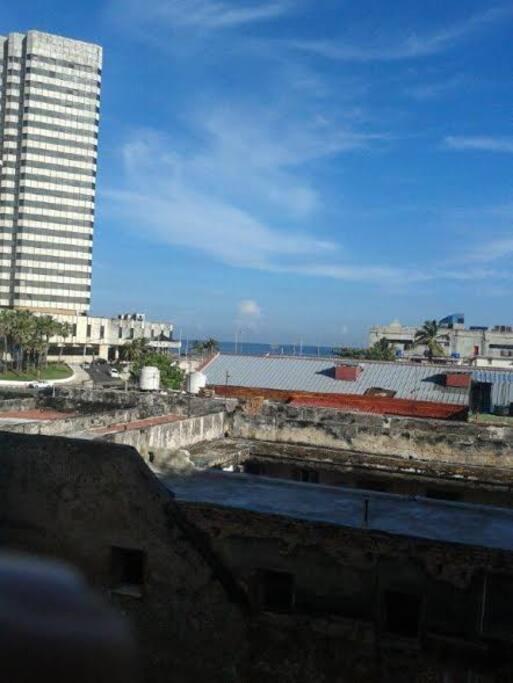El mirador de la casa,cerca del malecon habanaero,cerca del Hotel Habana  Riviera y el Hotel Melià Cohiba