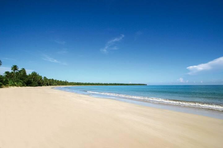 Bahia Beach Resort - a few steps from the beach..