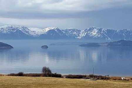 Kjørsvik Øvre, farm retreat by the sea.
