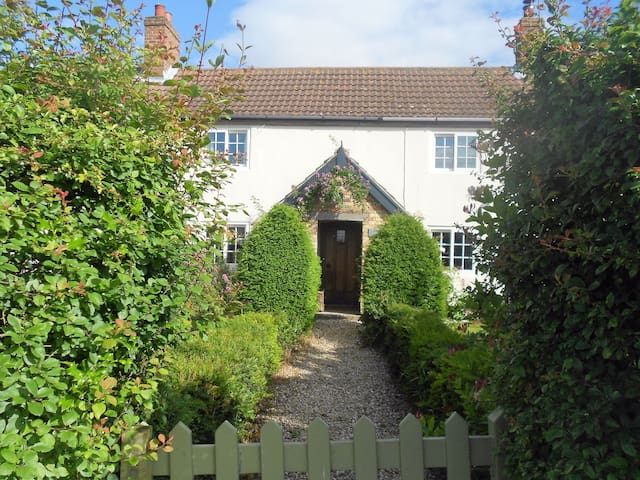 Villa Farm Cottage, Wold room