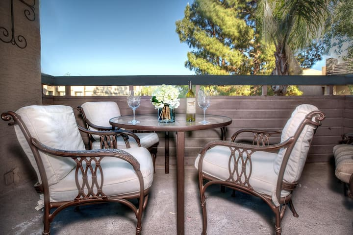 Oldtown Condo- Walk to spring training & Old Town Scottsdale! Steps to the pool! - Scottsdale - Appartement en résidence