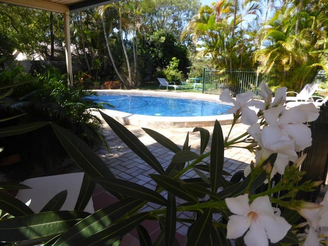 Manly Garden Studio at Moreton Bay - Manly West - 아파트
