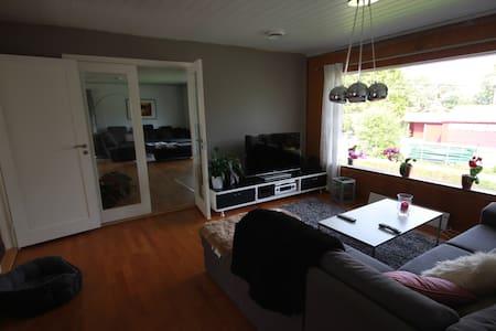 Rom 10m2 i stor lys leilighet - Bergen