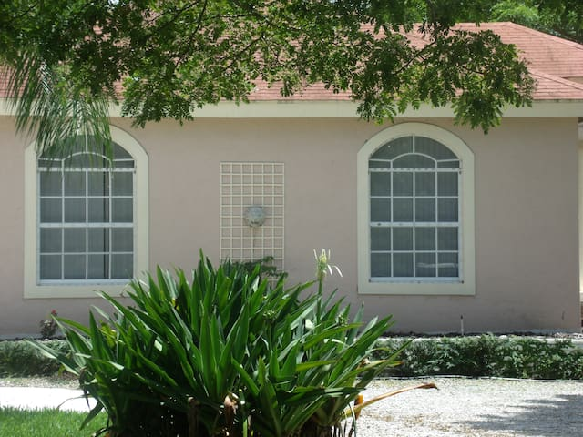 Beautiful guest house on horse farm - Loxahatchee - Huis