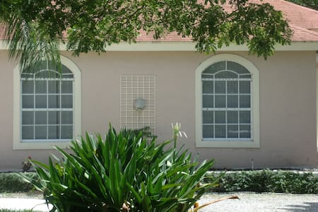 Beautiful guest house on horse farm - Loxahatchee