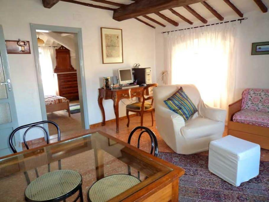 Il soggiorno con il computer = the living room with computer