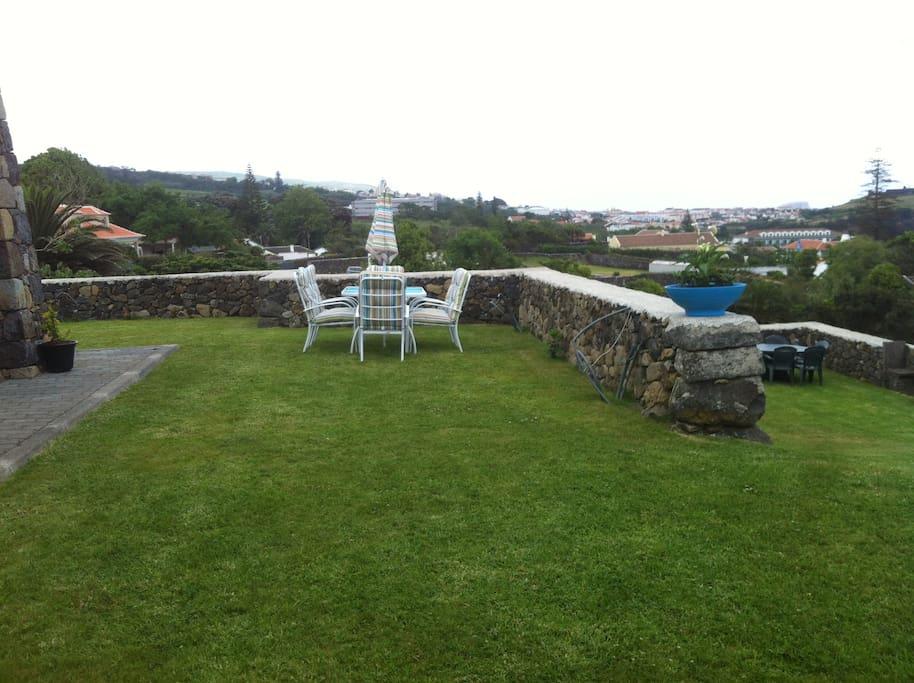 Jardim e Vista para a Cidade Histórica de Angra do Heroismo