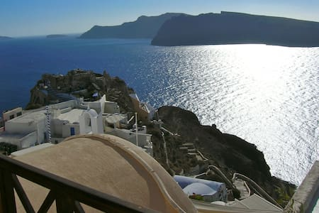 VINA VILLA in OIA, SANTORINI,GREECE - Oia - House
