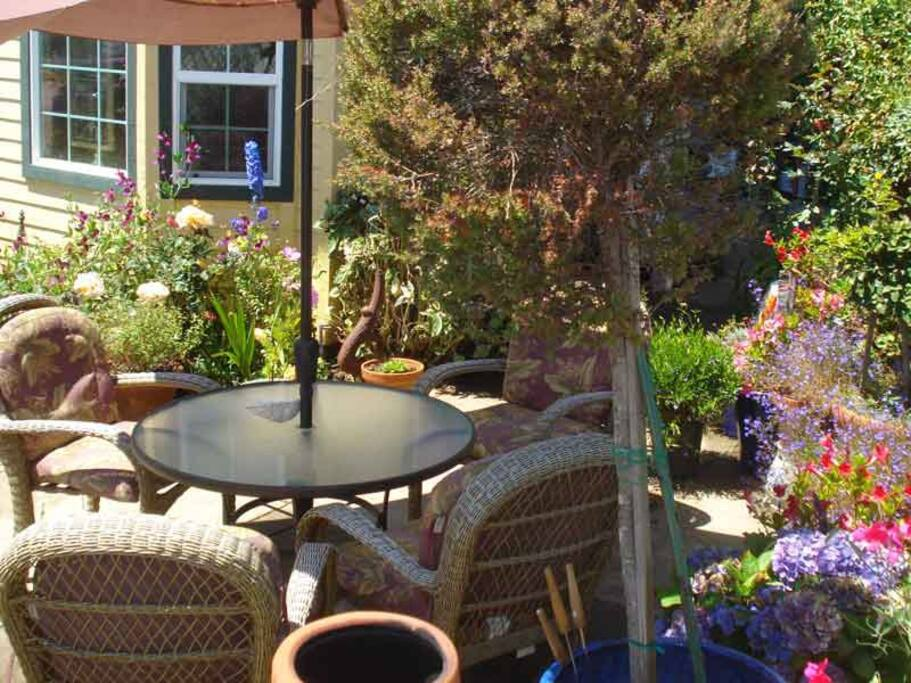 Enjoy the Lovely Garden with a view of the Bay & Ocean