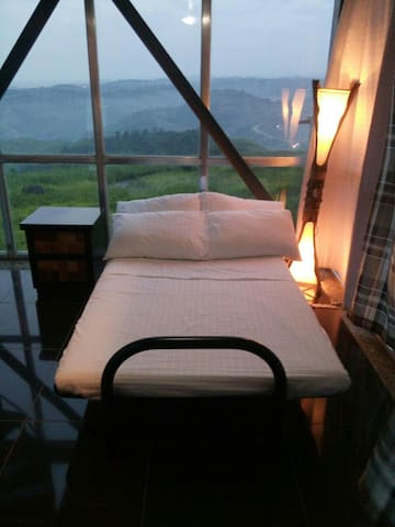 Amazing view from a modern loft - Binangonan - Bed & Breakfast