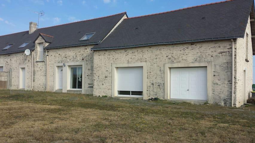 Longère en pierre au calme - Petit-Auverné - Huis