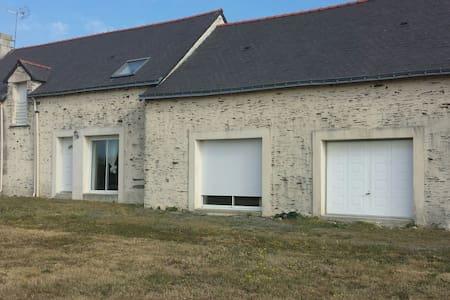 Longère en pierre au calme - Petit-Auverné - House