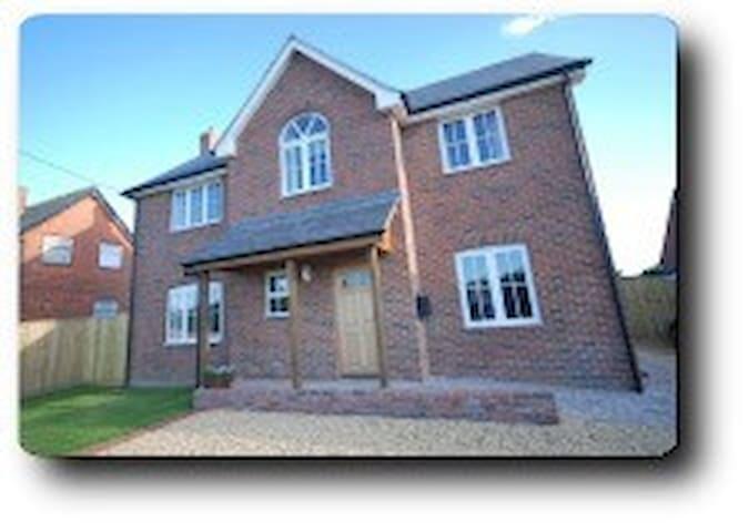 Tuppence Cottage - Shalfleet - Haus